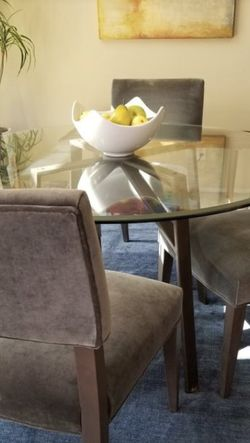 DINING TABLE AND CHAIRS for Sale in Covina,  CA