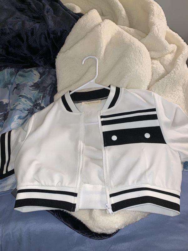 Crop Jacket Size Small Fit Like An Medium (Girls)