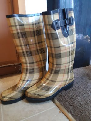 Womens sized 9 rain boots. Yellow plaid designed for Sale in Bakersfield, CA