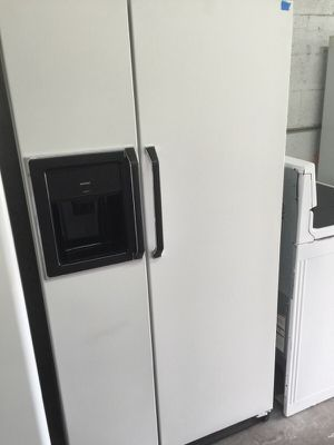 """Hotpoint refrigerator 35"""" W 67""""L in excellent condition plus 4 months guarantee for Sale in Pompano Beach, FL"""