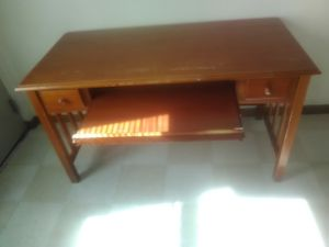 Nice wood office desk for Sale in Columbus, OH