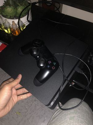 90% NEW PS4 SLIM COMES WITH GAMES INCLUDED. for Sale in Garden Grove, CA