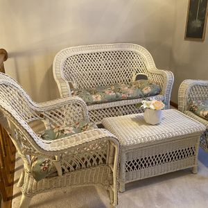 4 piece Wicker Furniture Set for Sale in Schaumburg, IL