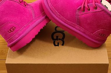 UGG Shoes Size 9t Toddlers. for Sale in Lynwood,  CA
