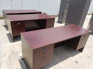 USED SMALL OFFICE DESKS FOR SALE!!!!....7Pcs AVAILABLE each for Sale in Houston, TX