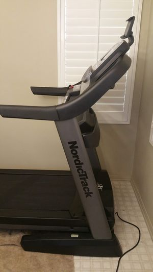 Nordictrack Commercial 2450 Treadmill for Sale in Chino, CA