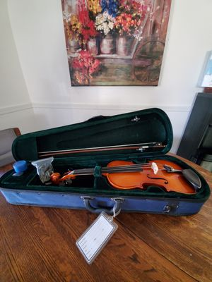 Violin, full size with case and rosin for Sale in Las Vegas, NV