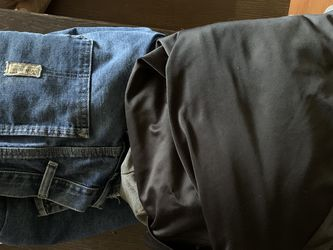 Free Men's Jeans for Sale in Garland,  TX