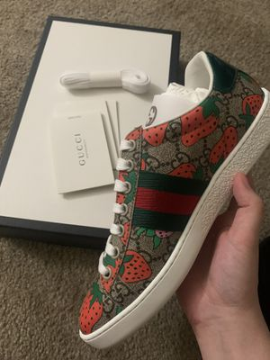 NEW GUCCI ACE SNEAKER size 6 wmn!!! for Sale in ROWLAND HGHTS, CA