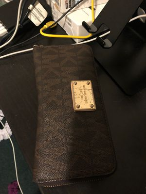 Michael Kors wallet for Sale in Daly City, CA