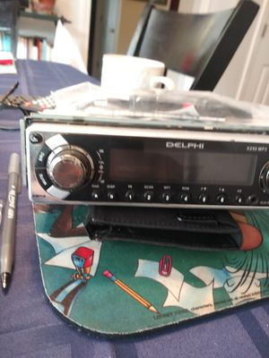 Delphi x250 mp3 am fm cd aux and more for Sale in Windsor, CT