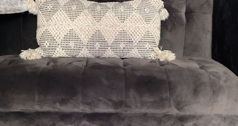 Gray couch for Sale in Arlington Heights,  IL