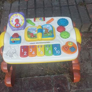 2 sided toddler desk 7.50/today for Sale in Greenville, SC