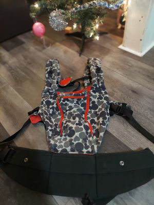 LILLEbaby COMPLETE All Season Disney Mickey SIX-Position Ergonomic Baby Carrier for Sale in Parma, OH