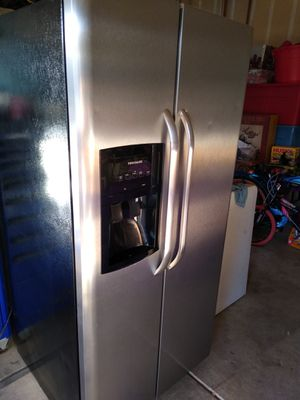 'FRIGIDAIRE' - refrigerator. (Good Condition) for Sale in Fresno, CA