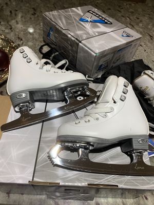 Figure Ice Skates by Riedel Pearl size J9 (for girls 4-6 y/o) for Sale in Snoqualmie, WA