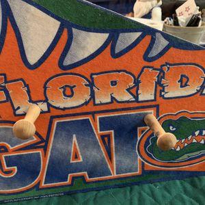 Gator Penent Shaped Peg Board for Sale in Altoona, FL