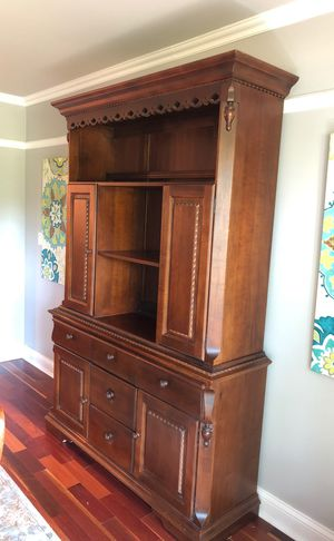 Broyhill Dining Hutch for Sale in Columbus, OH