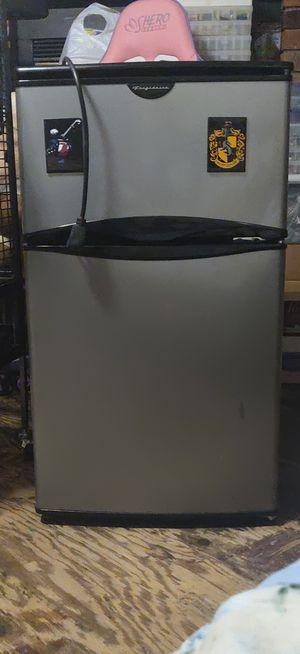 Frigidaire mini fridge for Sale in Long Beach, CA