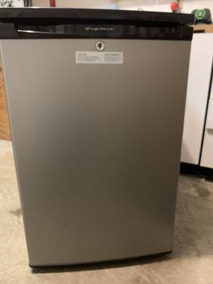 Frigidaire mini fridge w/ lock for Sale in Portsmouth, VA