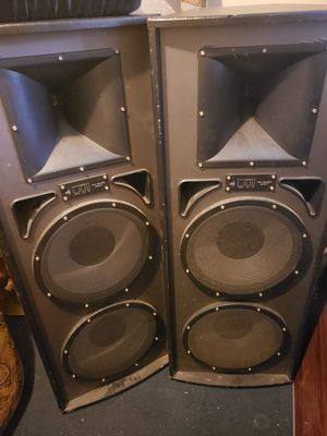 Pro audio speakers sound good an loud for a garage or game room or club or man cave or djing 400 obo for Sale in Houston, TX