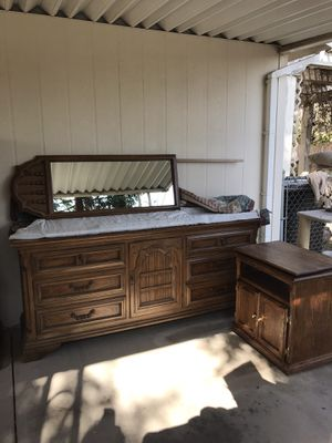 2 piece bedroom set $400 like new for Sale in Visalia, CA