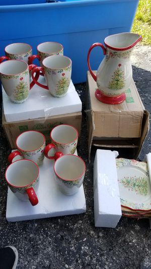 CHRISTMAS DISHWARE BY THE PIONEER WOMAN.. ALL FOR $50 FIRM!! for Sale in Miami, FL