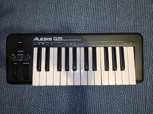 ALESIS Q25 MIDI Keyboard for Music Production - NEW for Sale in Katy, TX