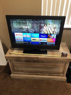 31 inch TV with remote for Sale in Orlando, FL