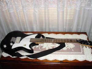 First Act .. ME316 .. Black and White .. Solid Body .. Electric Guitar .. Good Condition for Sale in Bristol, PA