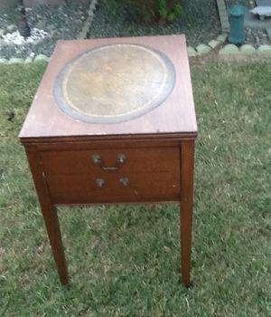 Antique end table for Sale in Phoenix, AZ
