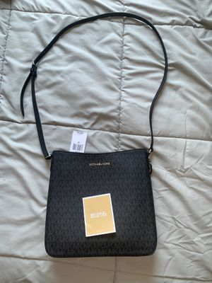Michael Kors Jet Set Travel Large Messenger bag for Sale in Philadelphia, PA