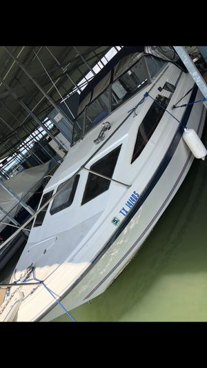 1985 BAYLINER 260 YAHT FISHING BOAT Runs Great just needs outdrive($500 used part) for Sale in Garland, TX