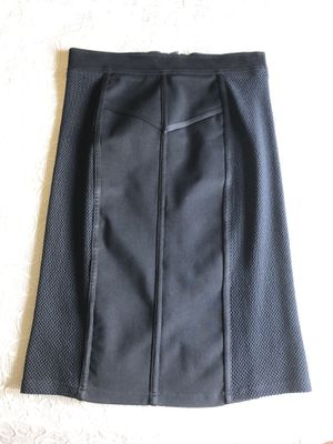Black skirt Burberry London size 8 for Sale in Buffalo Grove, IL