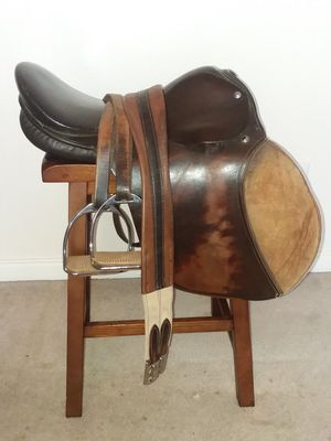 English Horse Saddle, bridle, show halter and regular halter for Sale in Newberg, OR