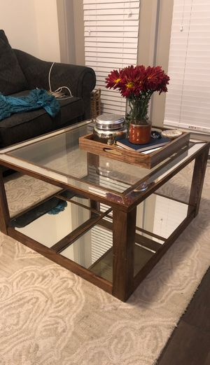 GLASS/MIRRORED COFFEE TABLE for Sale in Dallas, TX