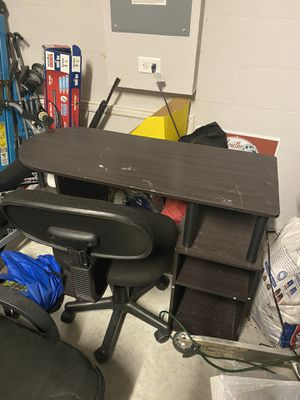 Desk and chair for Sale in Bartow, FL