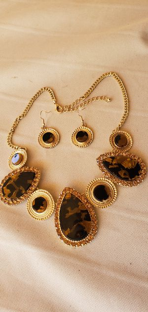 New brown and gold tone fashion jewelry for Sale in Henderson, NV
