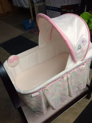 Baby bassinet for Sale in St. Louis, MO