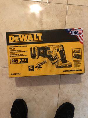 Saw saw DeWalt XR for Sale in Palm Springs, FL