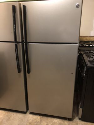 Refrigerator stainless Steel GE with ice maker for Sale in Manassas, VA