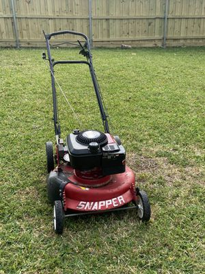 SNAPPER LAWNMOWER SELF PROPELLED for Sale in Dallas, TX