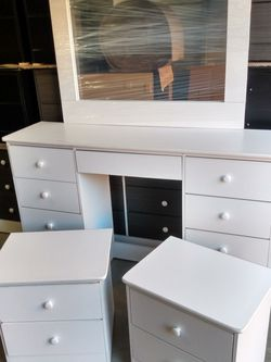 White Vanity Dresser Furniture Set - New for Sale in Stanton,  CA