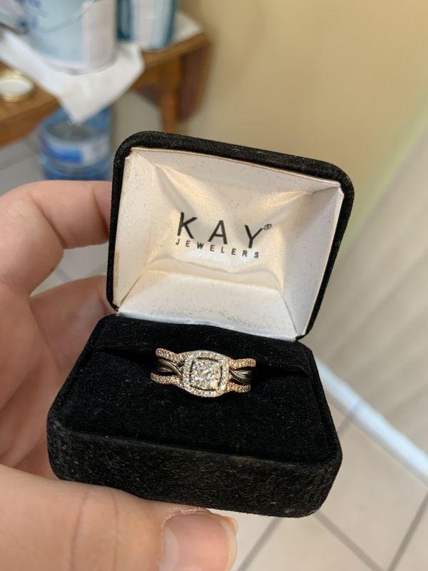 Engagement ring with wedding band set