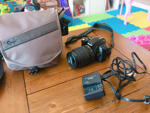 Nikon D40 with 18-105mm lenses and the bag for Sale in Los Angeles, CA
