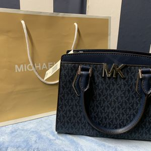 *NWT* Authentic Michael Kors Messenger for Sale in St. Louis, MO