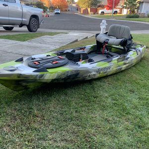 Feel Free Lure 11.5 V2- Fishing Kayak for Sale in Elk Grove, CA