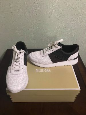 (Used) Michael Kors Size 8M Women's Leather Shoes for Sale in Irving, TX