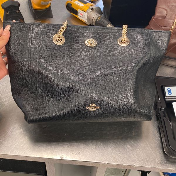 Coach Purse 👜 (Need gone)