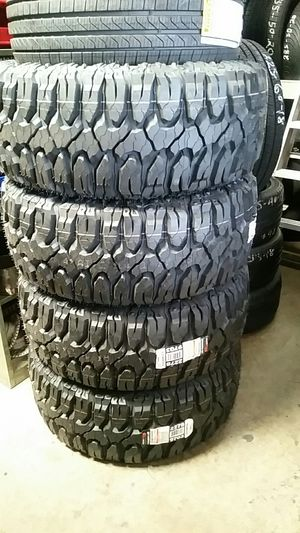 TIRES LT 305/55/20 AT for Sale in San Bernardino, CA